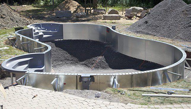 χτιστή πισίνα