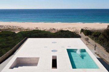 """Η """"κατοικία με πισίνα του απείρου"""" εκτείνεται απεριόριστα προς τον ωκεανό"""