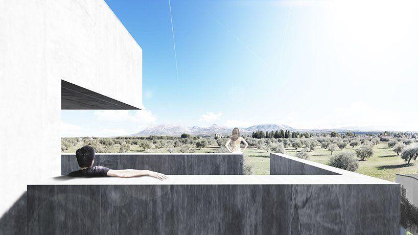 Επιβλητική πισίνα φιλοξενεί στο εσωτερικό της εξοχική κατοικία